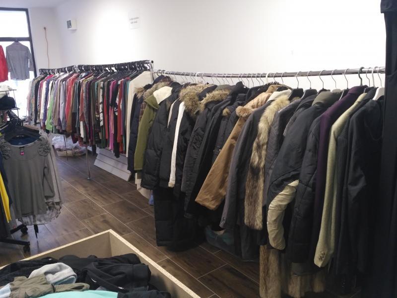 f14b53f675 Használt ruha üzlet teljes árukészlete megszűnés végett eladó!